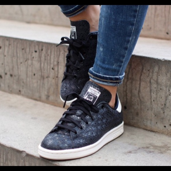 le adidas stan smith nero di pelle di serpente poshmark 95 donne